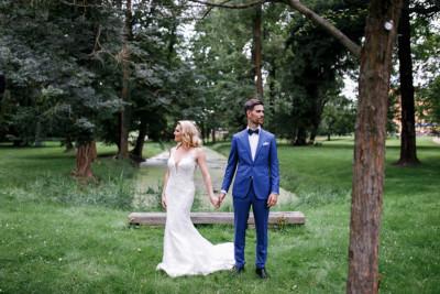 Brautpaarfoto im Park - Schloss Ziethen Kremmen Hochzeitsfotograf © www.hochzeitslicht.de
