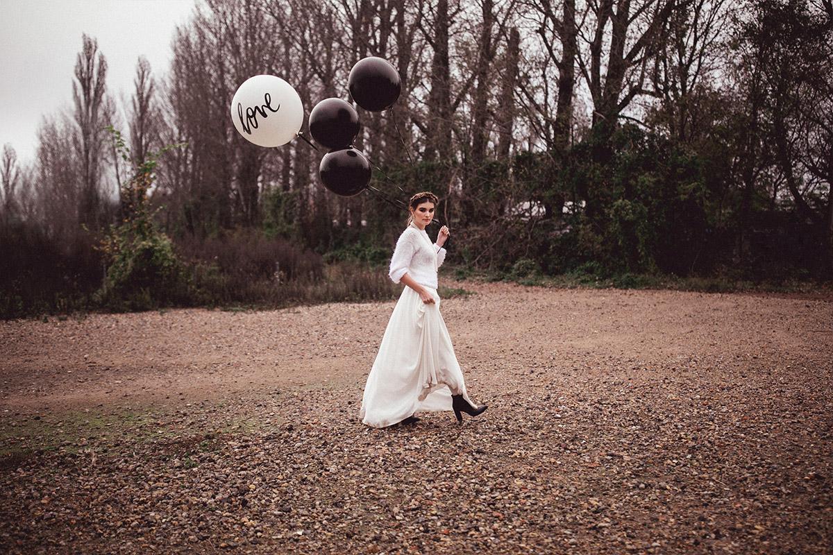 modernes Brautmoden-Fotoshooting - Herbst Hochzeit Berlin Hochzeitsfotograf © www.hochzeitslicht.de