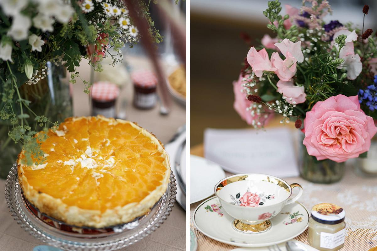 Hochzeitsfoto Von Vintage Geschirr Und Kuchen Bei Gartenhochzeit