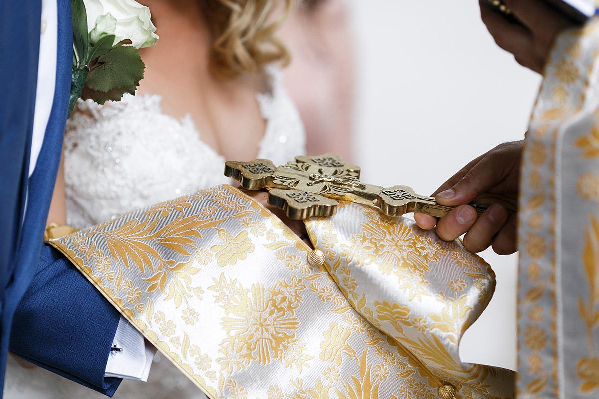 Hochzeitsfotografie von Segen bei kirchlicher Trauung - Schloss Ziethen Kremmen Hochzeitsfotograf © www.hochzeitslicht.de