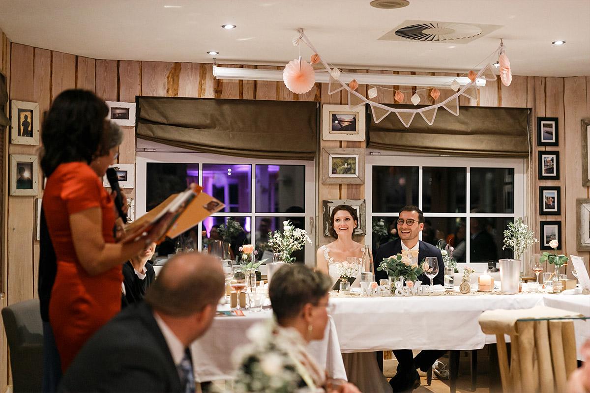 Hochzeitsfotos von Hochzeitsfeier am Abend - Seelodge Kremmen Hochzeitsfotograf © www.hochzeitslicht.de