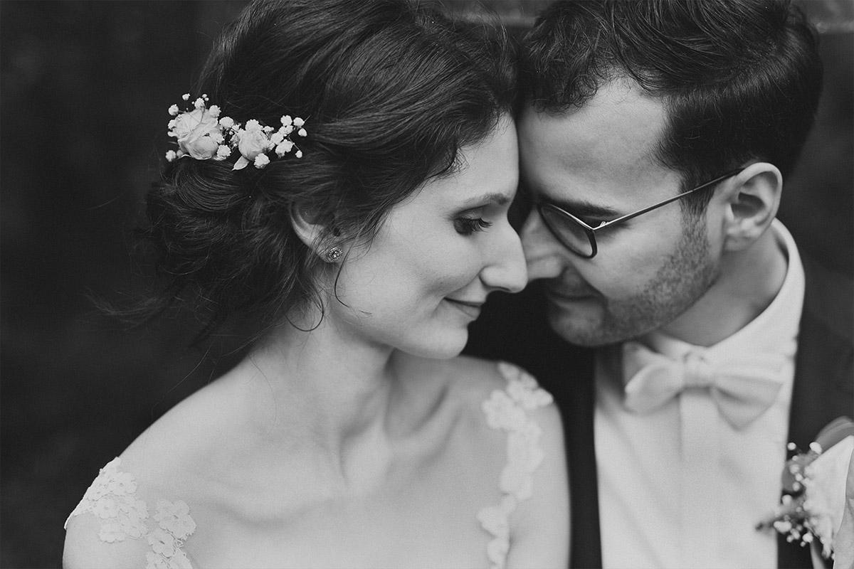 verträumtes Brautpaarportrait - Seelodge Kremmen Hochzeitsfotograf © www.hochzeitslicht.de