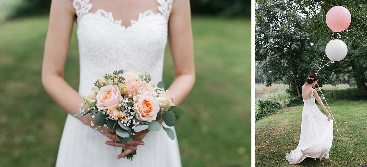 verspielte Hochzeitsfotos der Braut mit Luftballons und Brautstrauß aus rosa Rosen, Eukalyptus und Schleierkraut - Seelodge Kremmen Hochzeitsfotograf © www.hochzeitslicht.de
