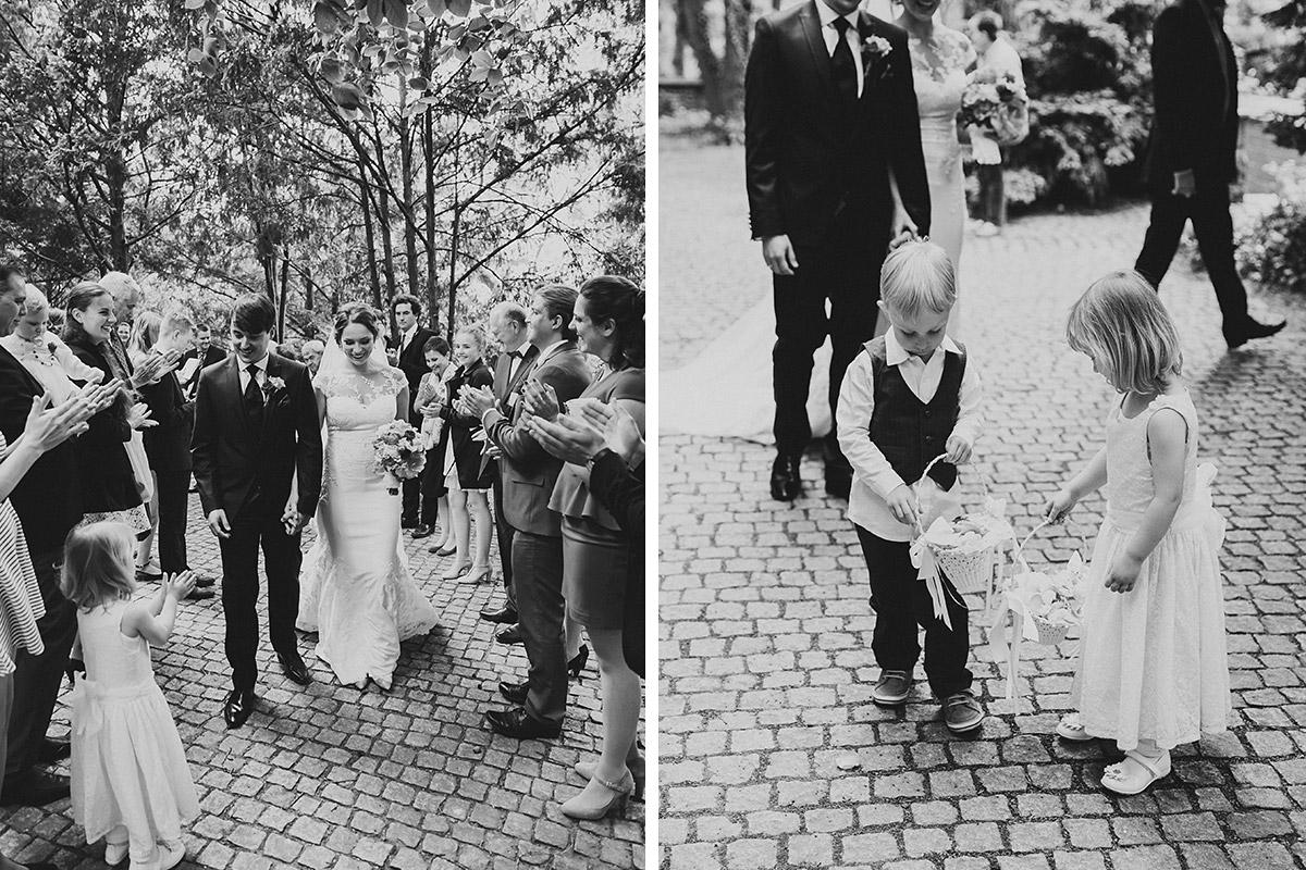 Auszug von Brautpaar - Berlin Hochzeitsfotograf © www.hochzeitslicht.de