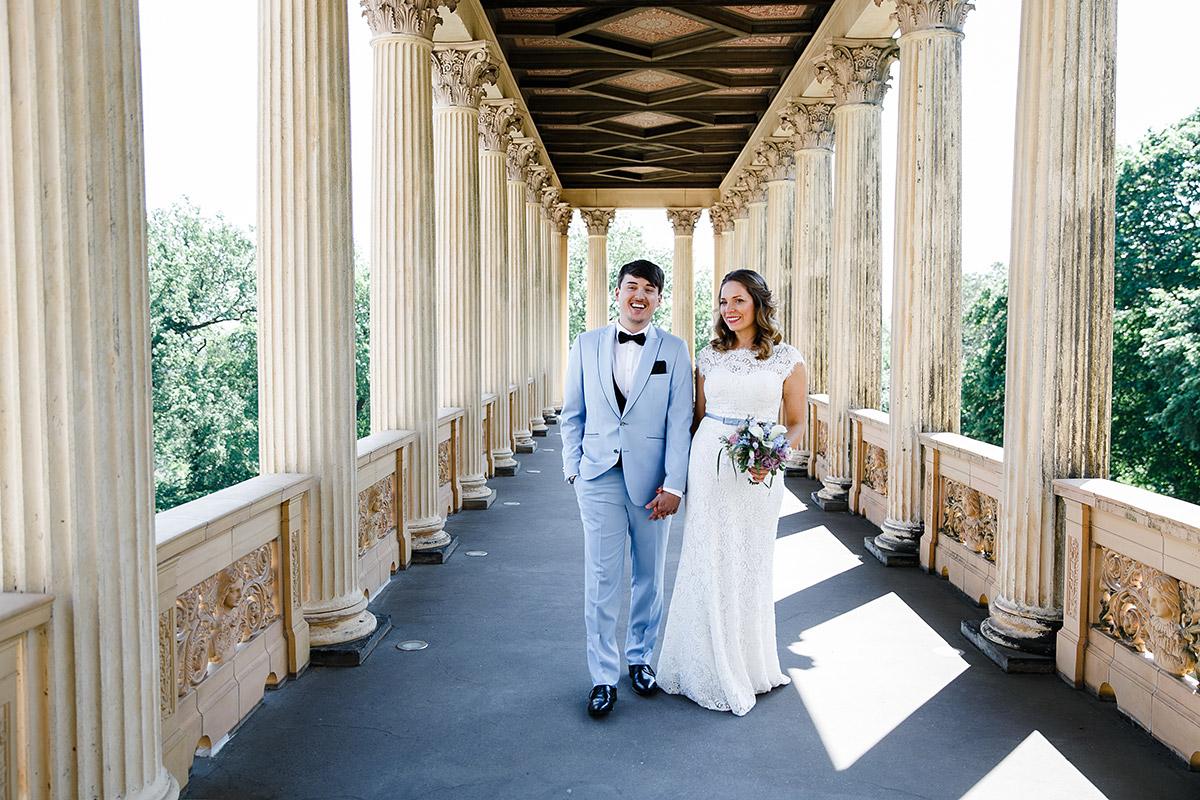 Brautpaarfoto im Belvedere auf dem Pfingstberg Potsdam - Berlin Hochzeitsfotograf © www.hochzeitslicht.de