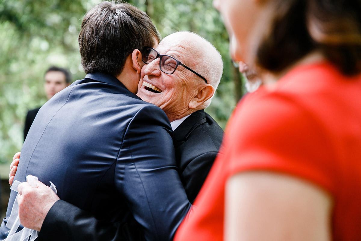 Gratulation Gäste nach kirchlicher Trauung - Berlin Hochzeitsfotograf © www.hochzeitslicht.de