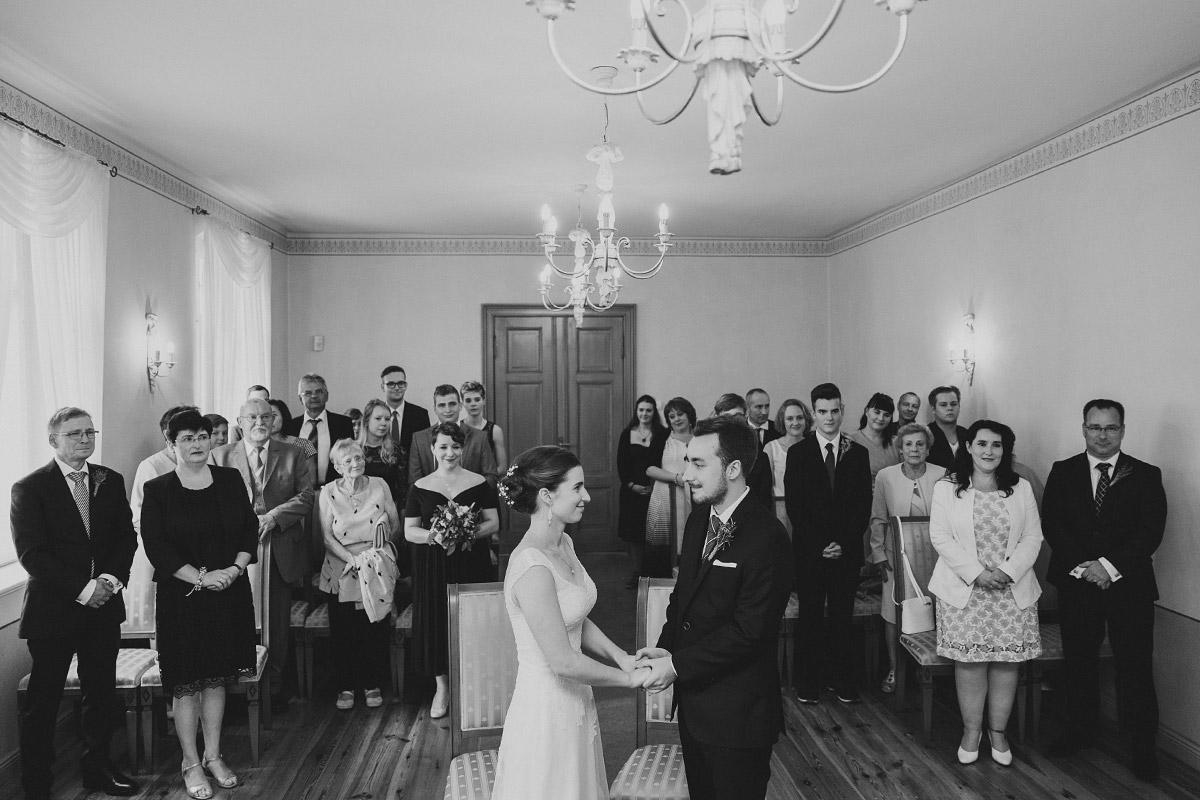Ja-Wort bei standesamtlicher Trauung - Landhaus Garzau Märkische Schweiz Hochzeitsfotograf © www.hochzeitslicht.de