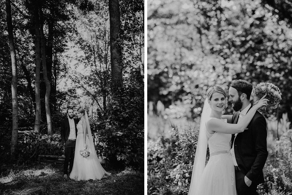 schwarz-weiß Hochzeitsfotografien von Brautpaar - DIY Gartenhochzeit Spreewald Hochzeitsfotograf © www.hochzeitslicht.de