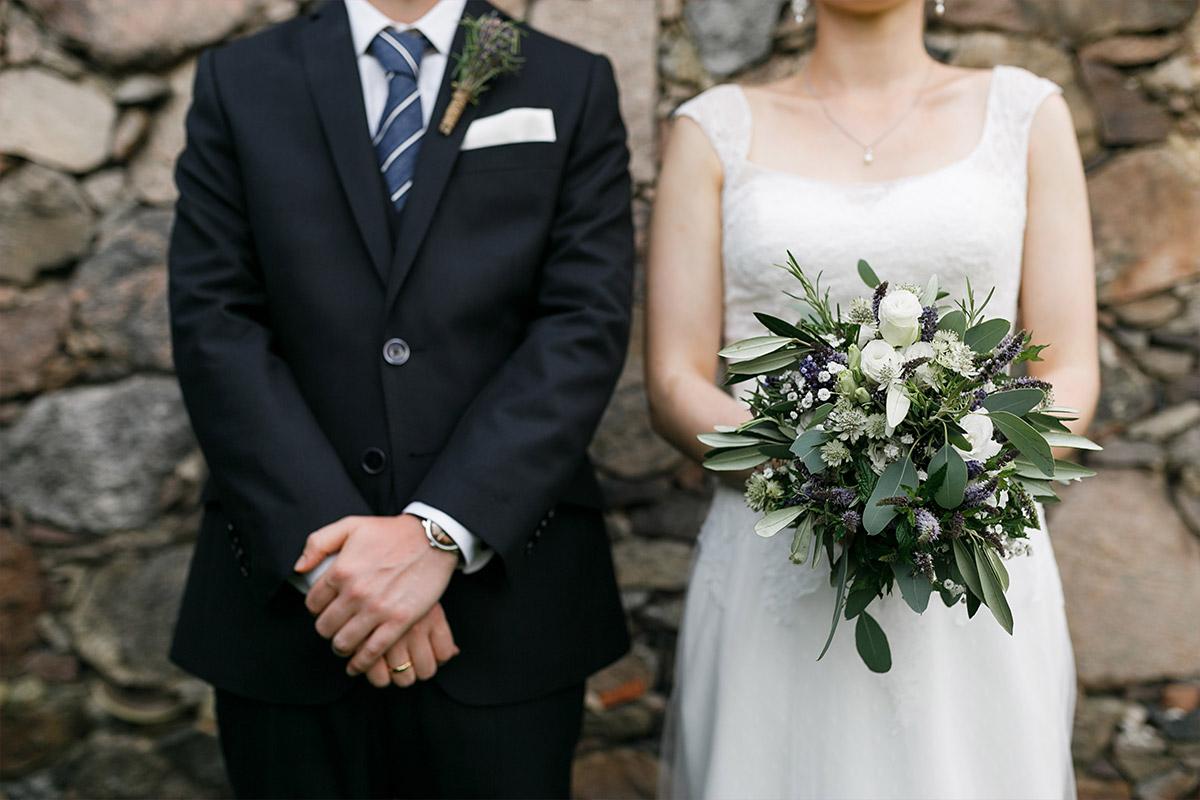modernes Brautpaarfoto - Landhaus Garzau Märkische Schweiz Hochzeitsfotograf © www.hochzeitslicht.de