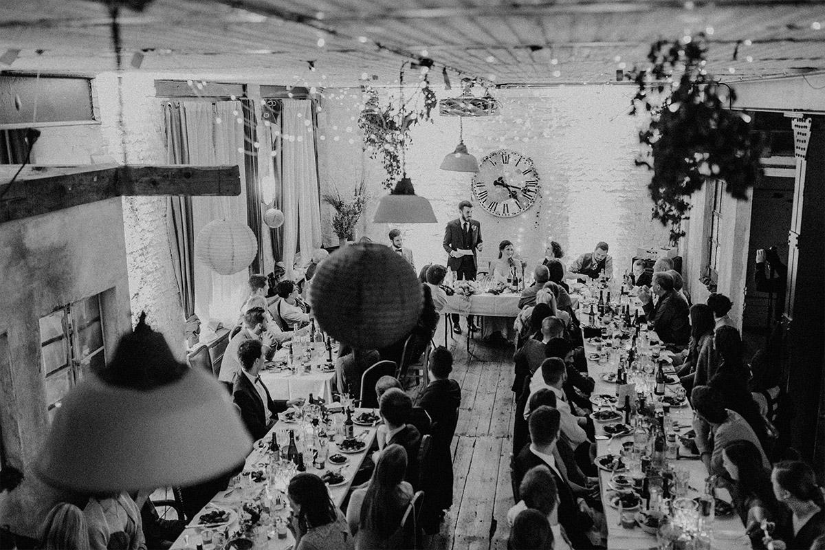 Hochzeitsreportage von Hochzeitsfeier am Abend - Alte Schmiede Old Smithy's Dizzle Hochzeitsfotograf © www.hochzeitslicht.de