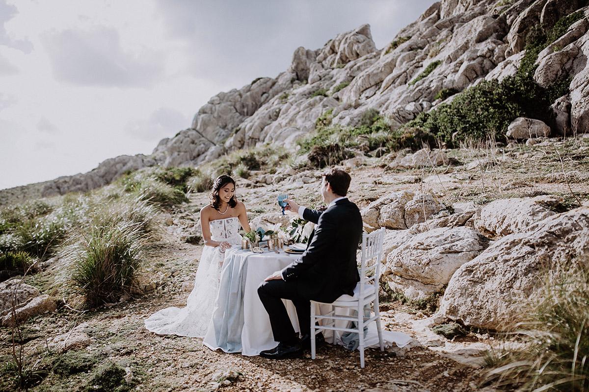 Hochzeitsdinner bei Elopement Shooting - Mallorca Hochzeitsfotograf © www.hochzeitslicht.de