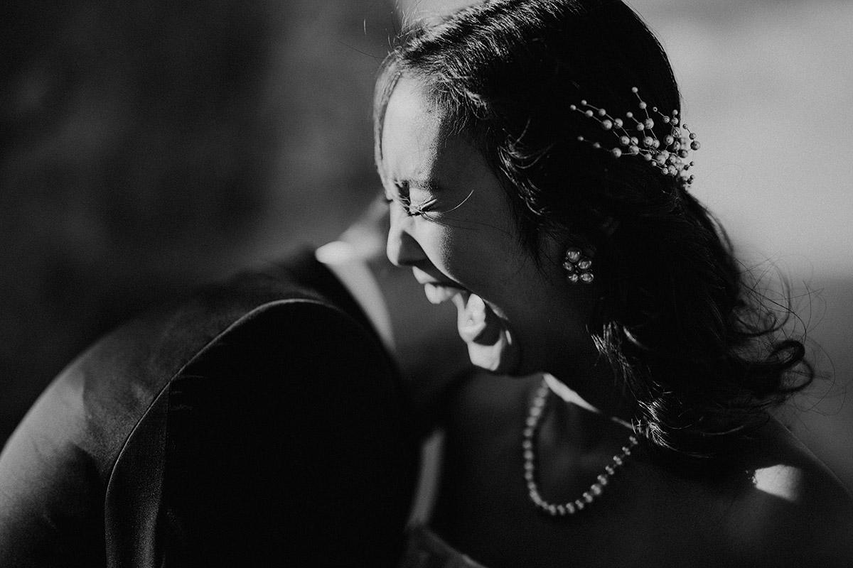 lachende Braut bei Elopement - Mallorca Hochzeitsfotograf © www.hochzeitslicht.de
