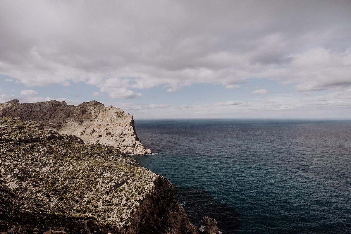 Blick vom Cap de Formentor über Meer - Mallorca Hochzeitsfotograf © www.hochzeitslicht.de