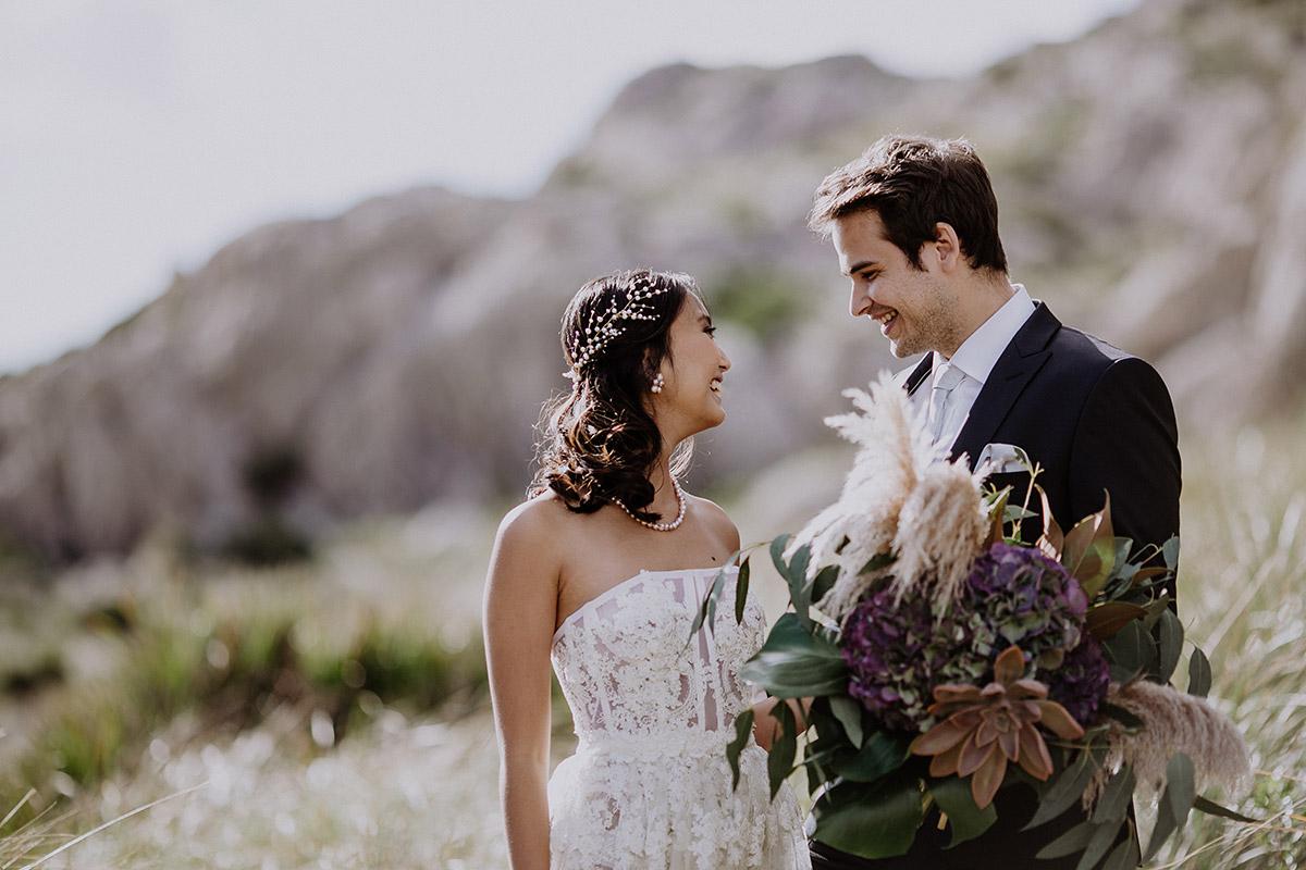 First Look von Brautpaar bei Elopement Shooting - Mallorca Hochzeitsfotograf © www.hochzeitslicht.de