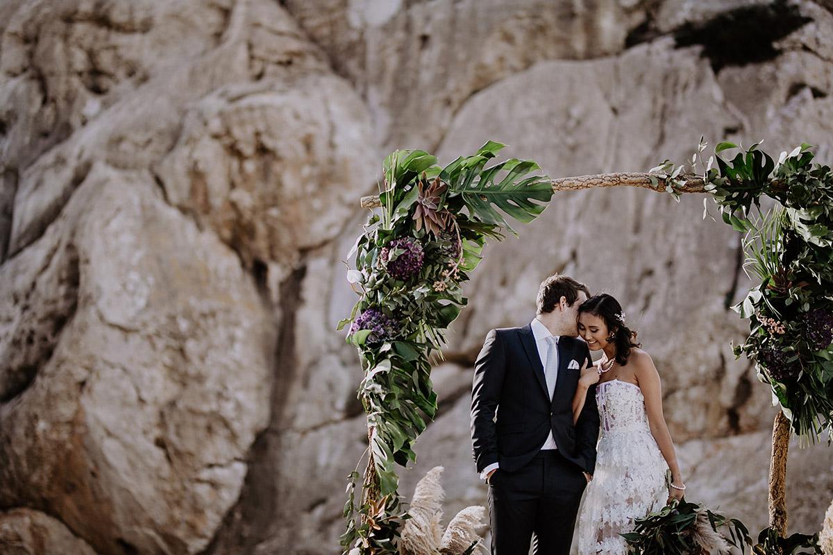 ungestelltes Brautpaarfoto bei Elopement Wedding - Mallorca Hochzeitsfotograf © www.hochzeitslicht.de