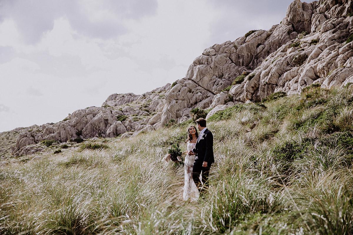 Braut und Bräutigam bei Elopement - Mallorca Hochzeitsfotograf © www.hochzeitslicht.de