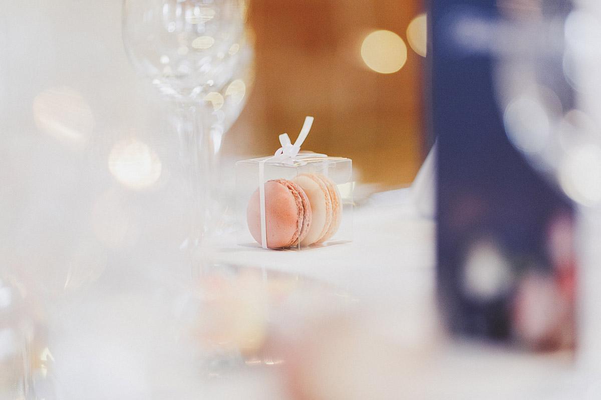 Macarons als Gastgeschenk bei Landgut Stober Hochzeit - Landgut Stober Hochzeitsfotograf © www.hochzeitslicht.de