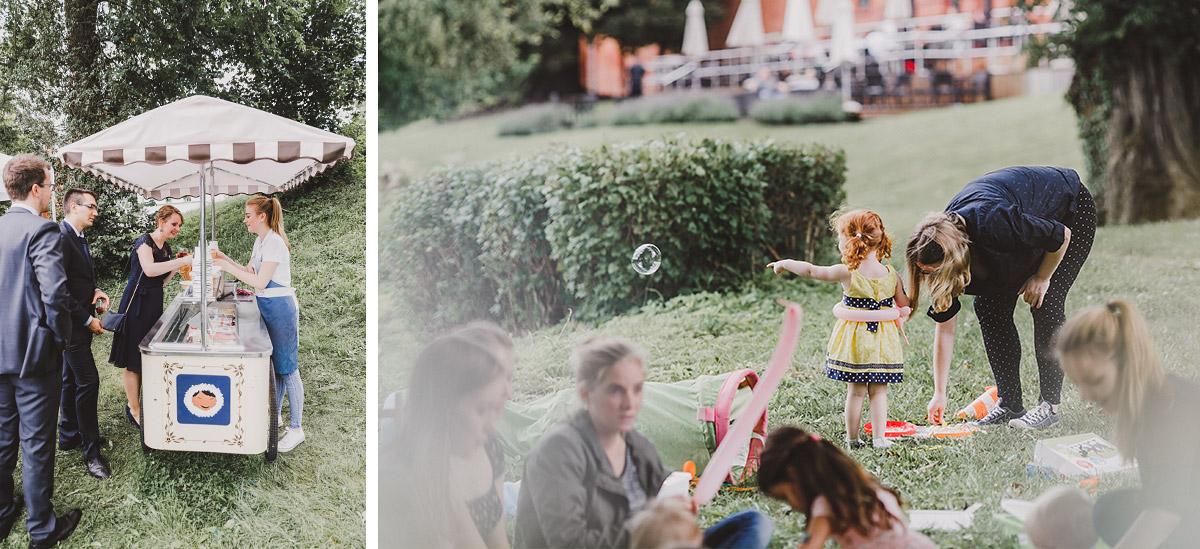 Eiscreme und Kinderbetreuung bei Sommerhochzeit - Landgut Stober Hochzeitsfotograf © www.hochzeitslicht.de
