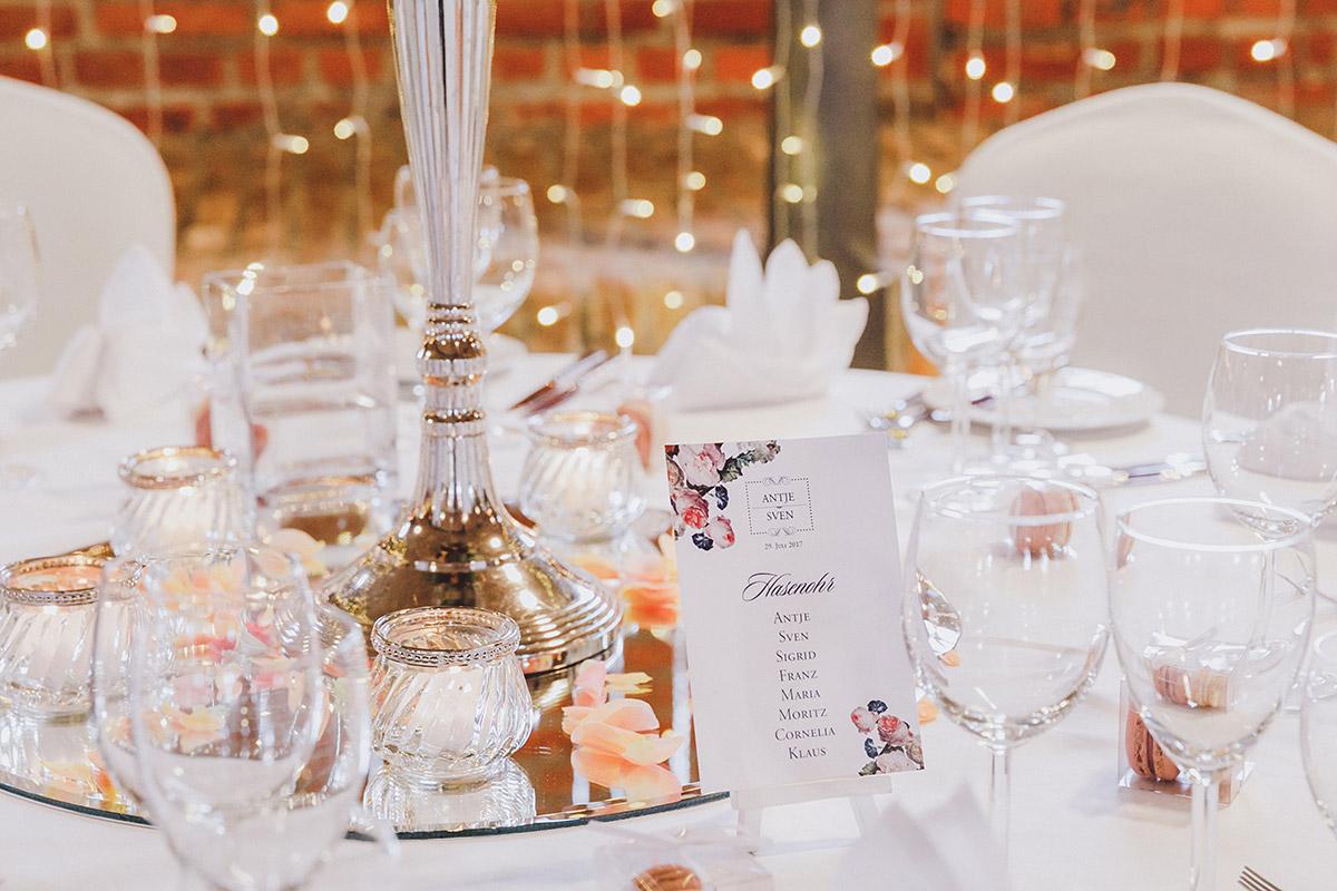 stilvolle Tischdekoration bei eleganter Landhochzeit - Landgut Stober Hochzeitsfotograf © www.hochzeitslicht.de