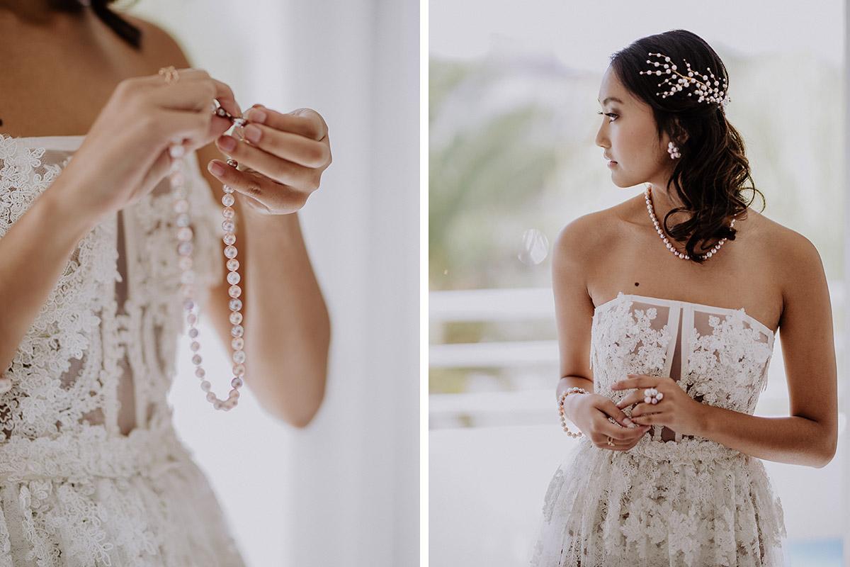 Braut beim Anlegen von Brautschmuck aus Perlen für Hochzeit am Meer - Mallorca Hochzeitsfotograf © www.hochzeitslicht.de
