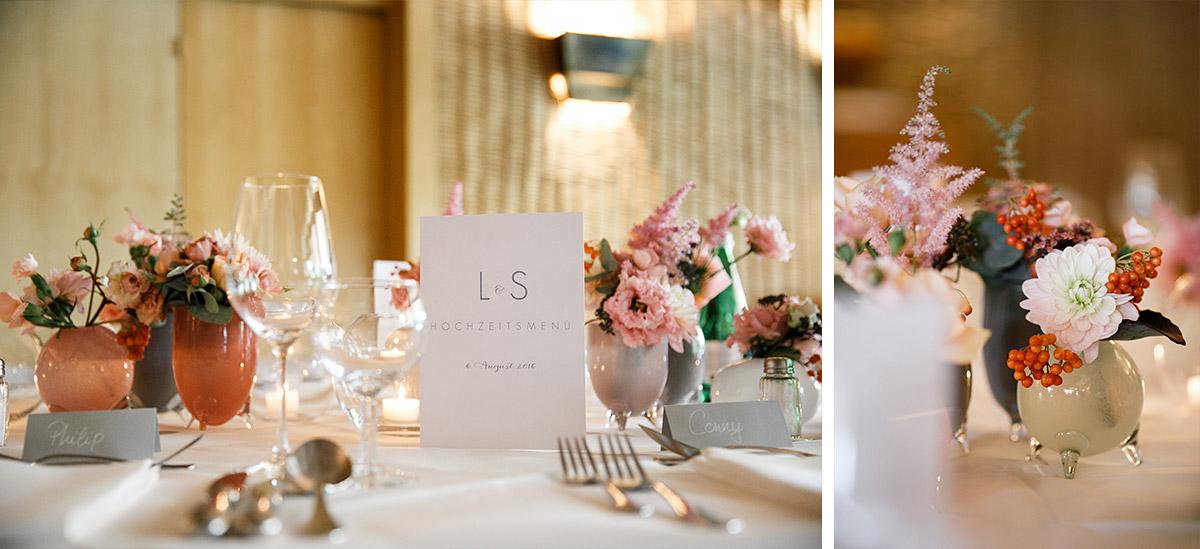 Detailfoto Tischdekoration bei natürlich-eleganter Sommerhochzeit - Berlin Hochzeitsfotograf © www.hochzeitslicht.de