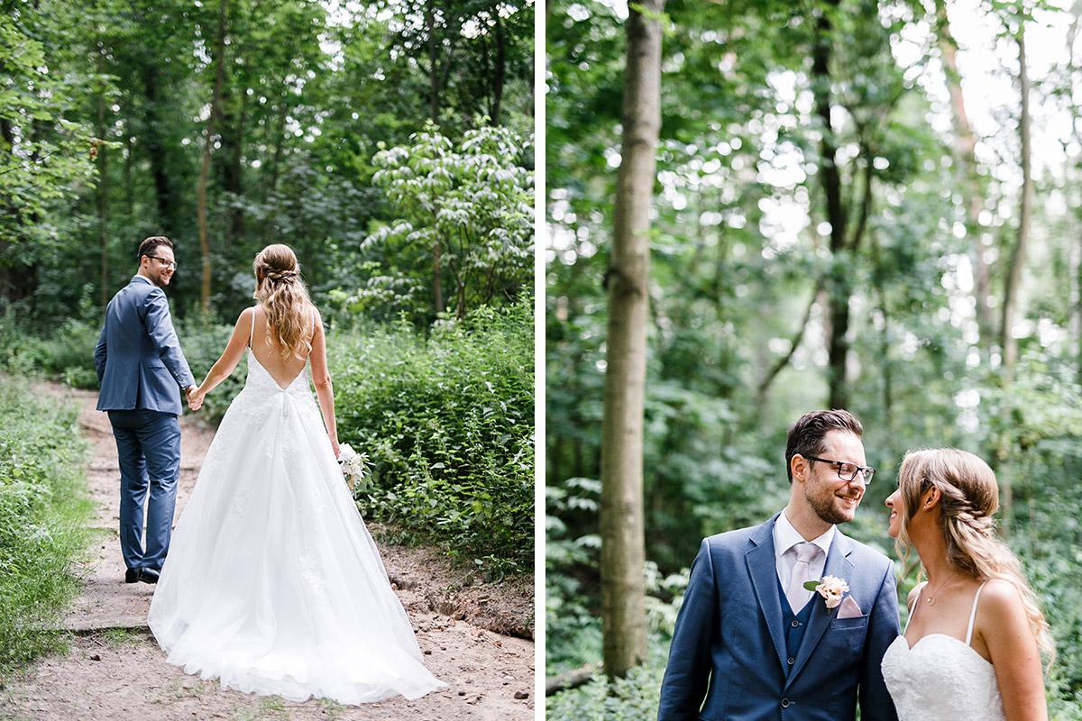 natürliche Brautpaarfotos im Wald - Berlin Hochzeitsfotograf © www.hochzeitslicht.de