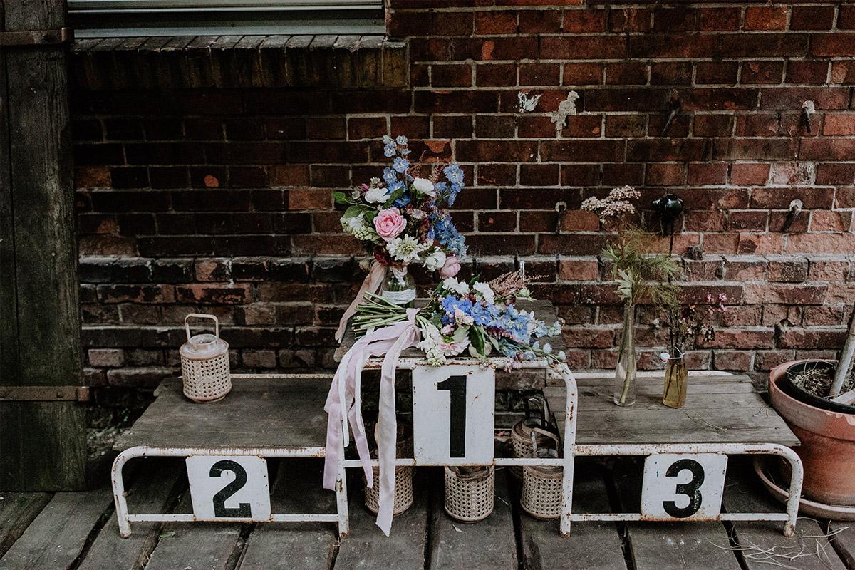 Blumendekoration bei Herbsthochzeit - Alte Schmiede Old Smithy's Dizzle Hochzeitsfotograf © www.hochzeitslicht.de