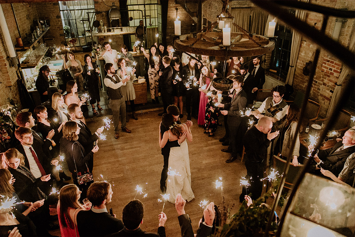 romantisches Hochzeitsfoto vom Eröffnungstanz - Alte Schmiede Old Smithy's Dizzle Hochzeitsfotograf © www.hochzeitslicht.de