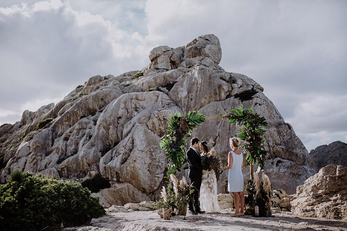 intime Trauung bei Elopement am Meer - Mallorca Hochzeitsfotograf © www.hochzeitslicht.de