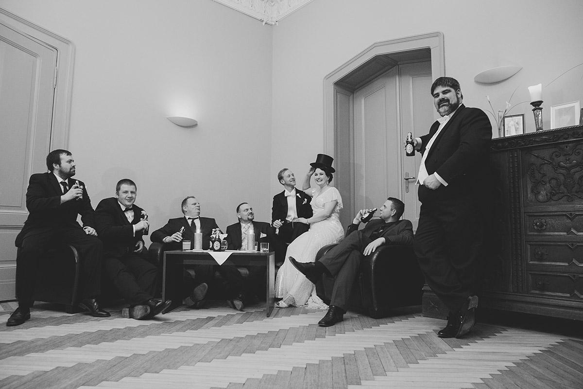 Hochzeitsfeier bei Hochzeit im Zwanziger Jahre Stil - Schloss Kröchlendorff Hochzeitsfotograf © www.hochzeitslicht.de