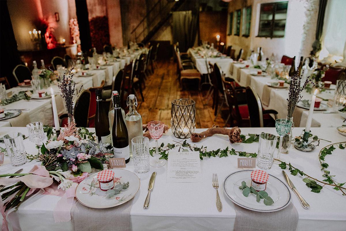 Tischdekoration bei Herbsthochzeit - Alte Schmiede Old Smithy's Dizzle Hochzeitsfotograf © www.hochzeitslicht.de