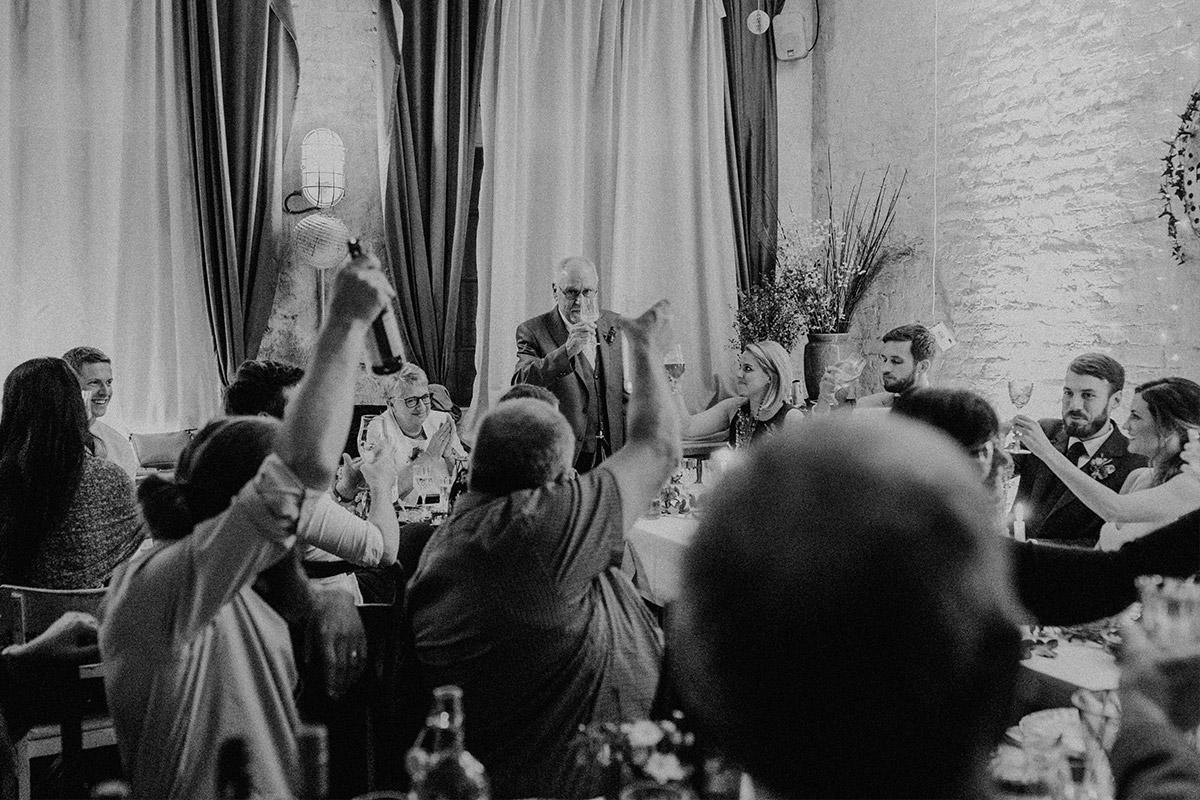 Reden bei Hochzeitsfeier - Alte Schmiede Old Smithy's Dizzle Hochzeitsfotograf © www.hochzeitslicht.de
