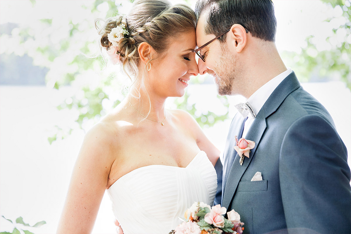 romantisches Hochzeitsfoto von Brautpaar - Berlin Hochzeitsfotograf © www.hochzeitslicht.de