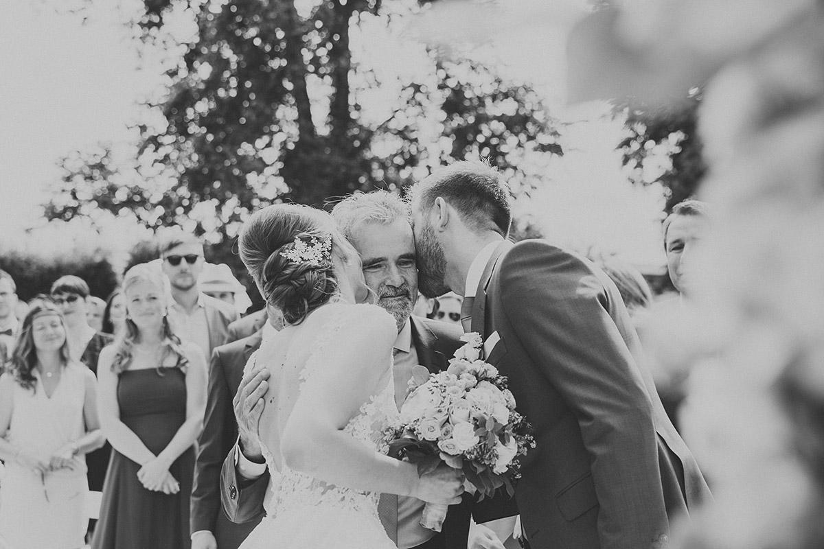 emotionales Hochzeitsfoto bei Trauung - Landgut Stober Hochzeitsfotograf © www.hochzeitslicht.de