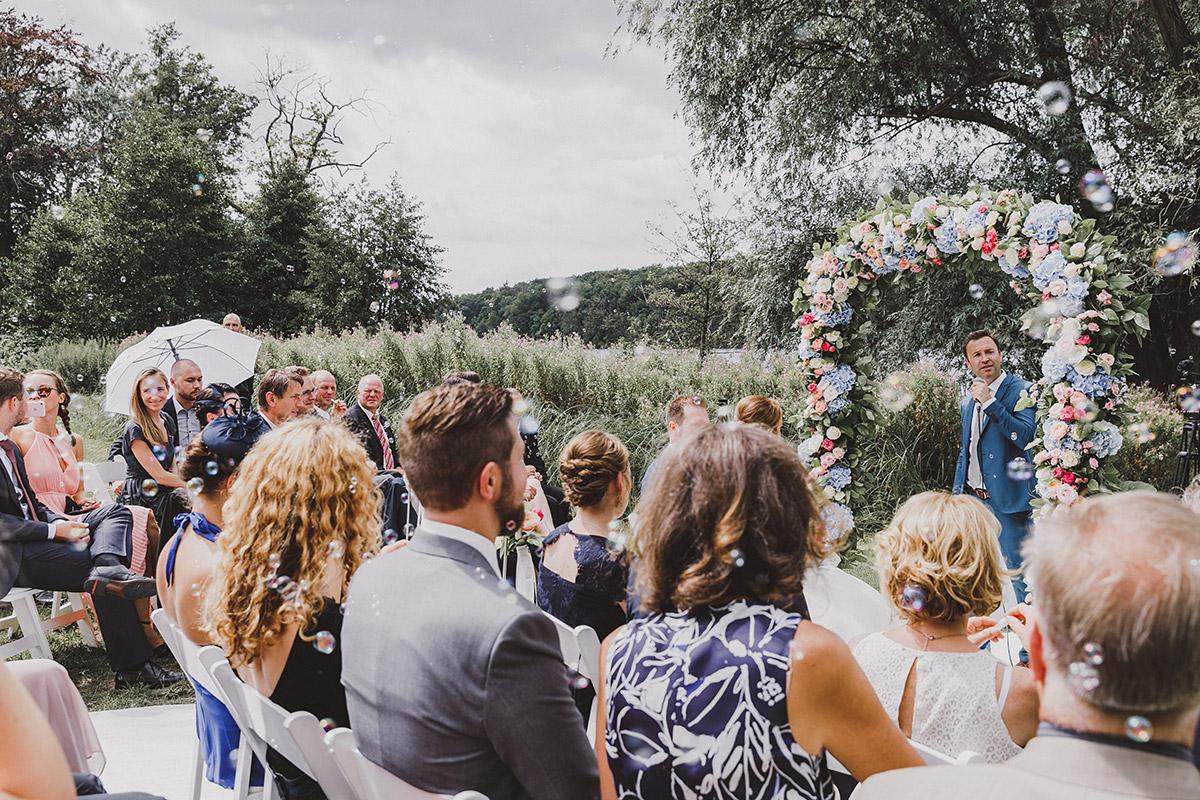 Hochzeitsfotografie von sommerlicher Trauung - Landgut Stober Hochzeitsfotograf © www.hochzeitslicht.de