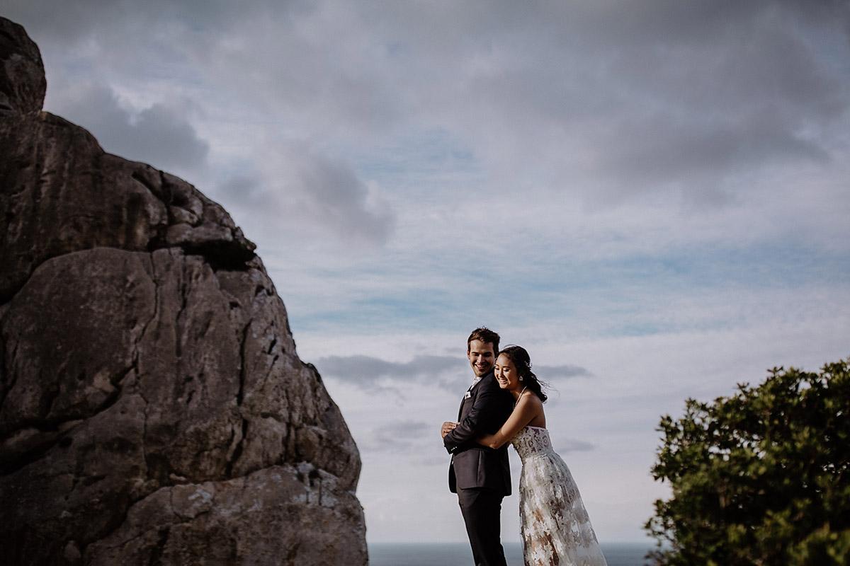 stimmungsvolles Brautpaarfoto am Cap de Formentor - Mallorca Hochzeitsfotograf © www.hochzeitslicht.de