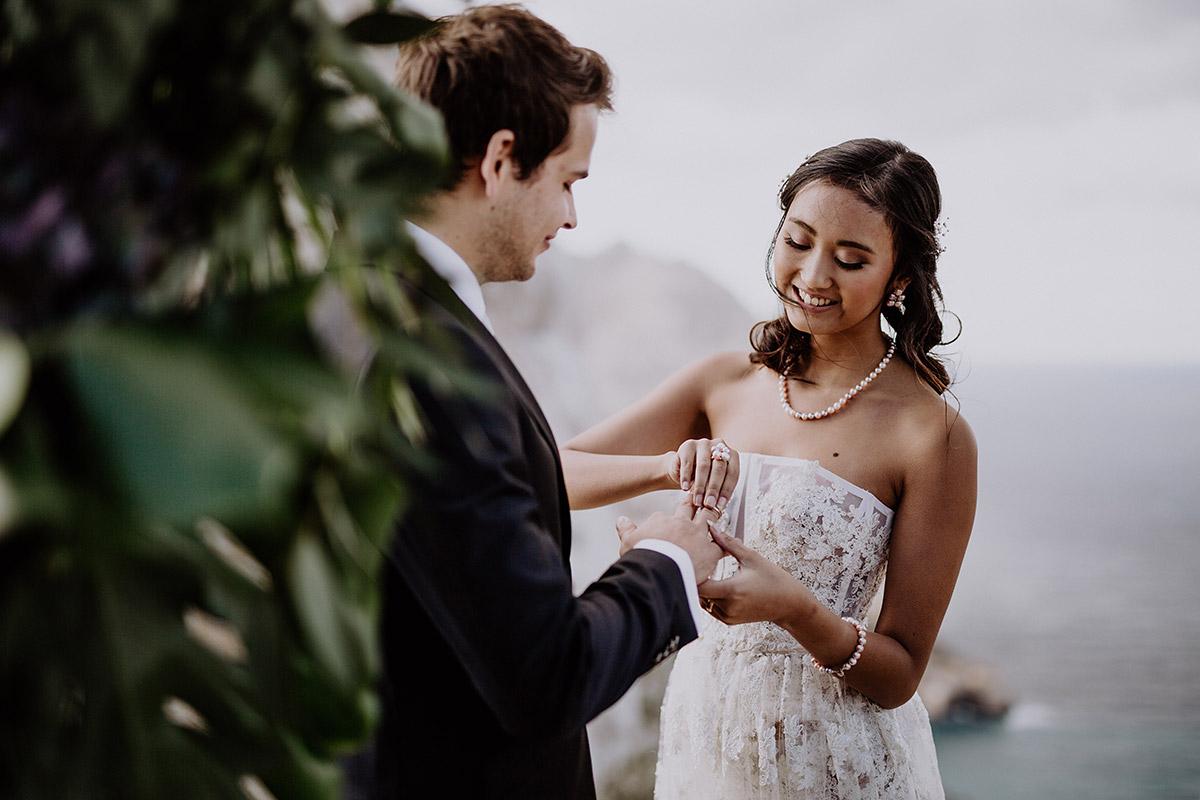 Ringtausch bei Boho Elopement Hochzeit - Mallorca Hochzeitsfotograf © www.hochzeitslicht.de