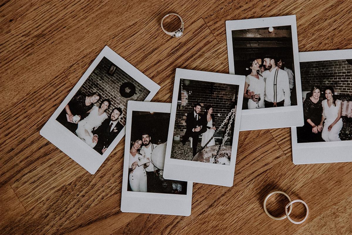 Polaroidfotos von Hochzeitsfeier und Eheringe - Alte Schmiede Old Smithy's Dizzle Hochzeitsfotograf © www.hochzeitslicht.de