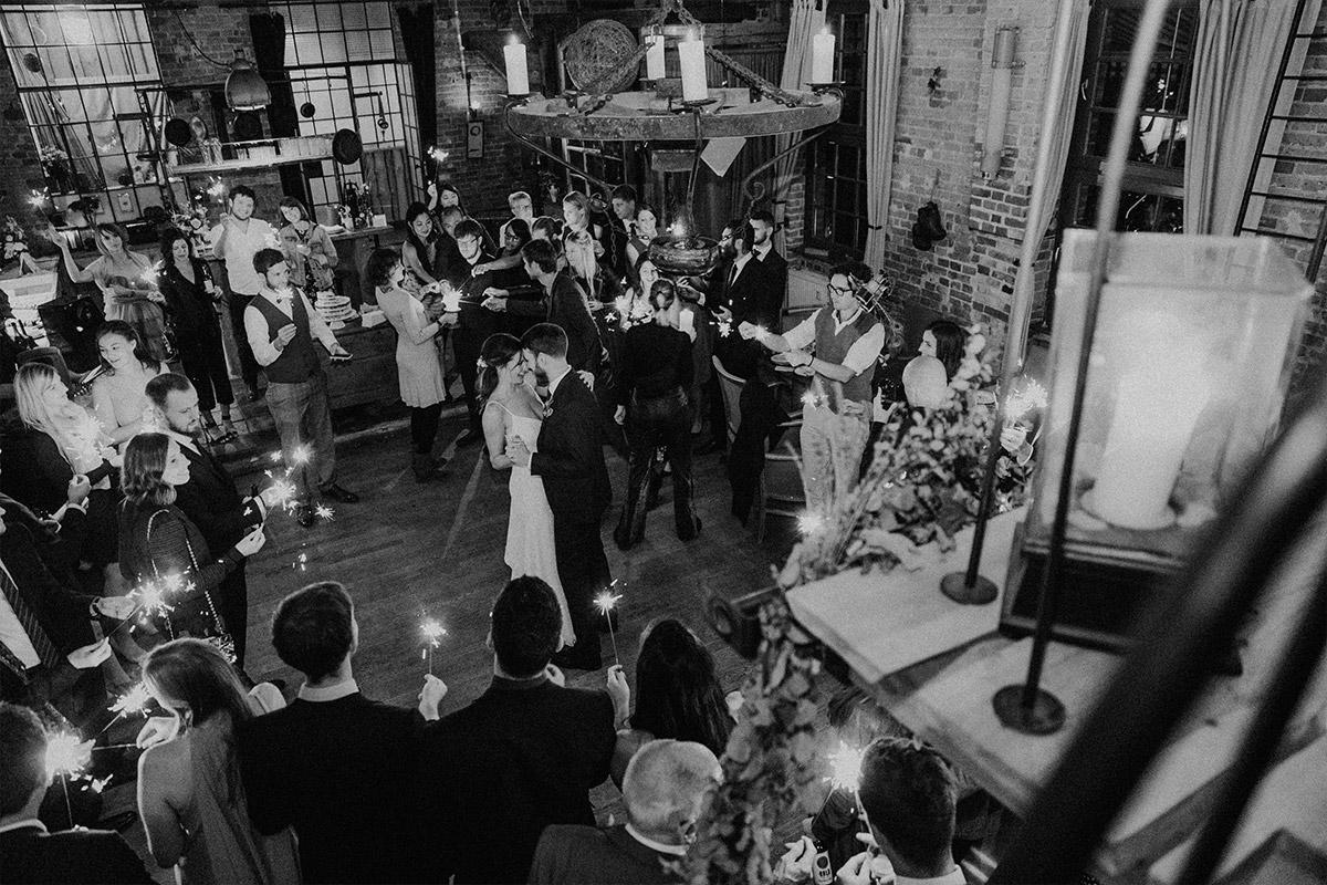 Eröffnungstanz - Alte Schmiede Old Smithy's Dizzle Hochzeitsfotograf © www.hochzeitslicht.de