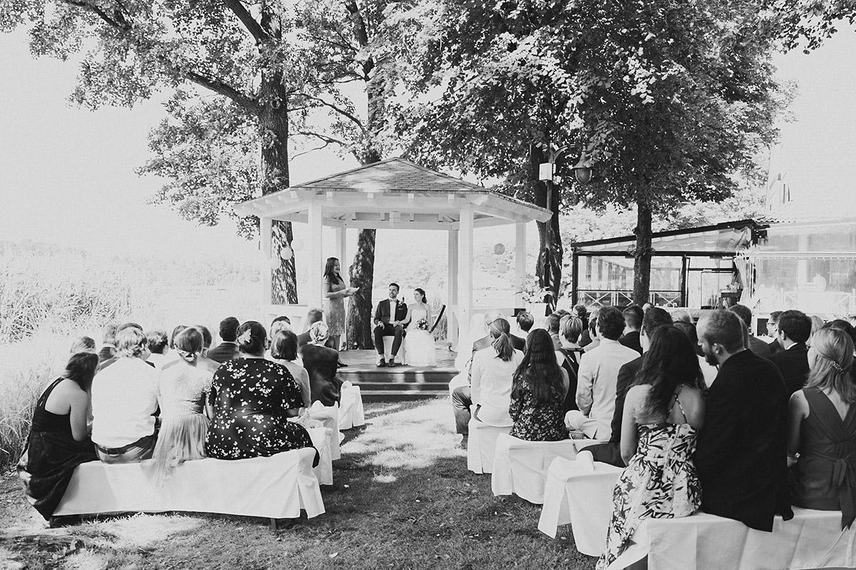 Trauung in Pavillon am See - Seelodge Kremmen Hochzeitsfotograf © www.hochzeitslicht.de