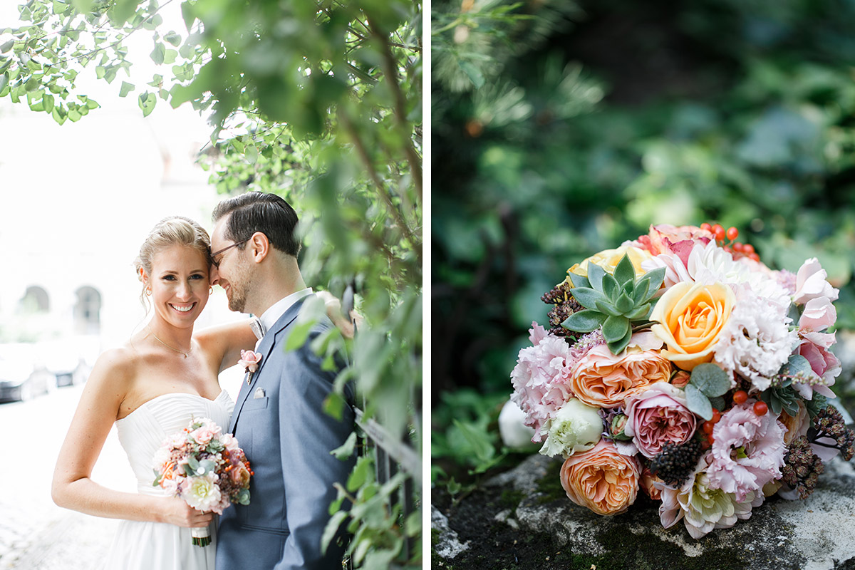Brautpaarfoto und Foto von Brautstrauß mit Blumen in Pastelltönen und Sukkulenten - Berlin Hochzeitsfotograf © www.hochzeitslicht.de