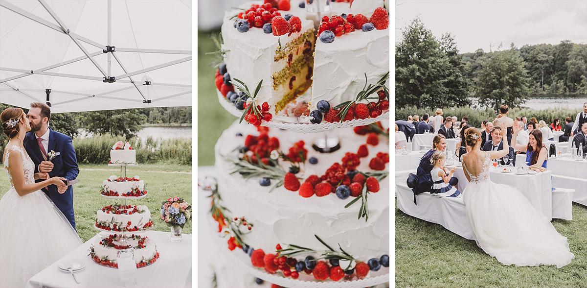 Hochzeitstorte bei Sommerhochzeit am See - Landgut Stober Hochzeitsfotograf © www.hochzeitslicht.de