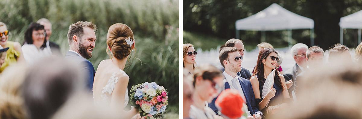 ungestellte Hochzeitsfotos bei Trauung - Landgut Stober Hochzeitsfotograf © www.hochzeitslicht.de