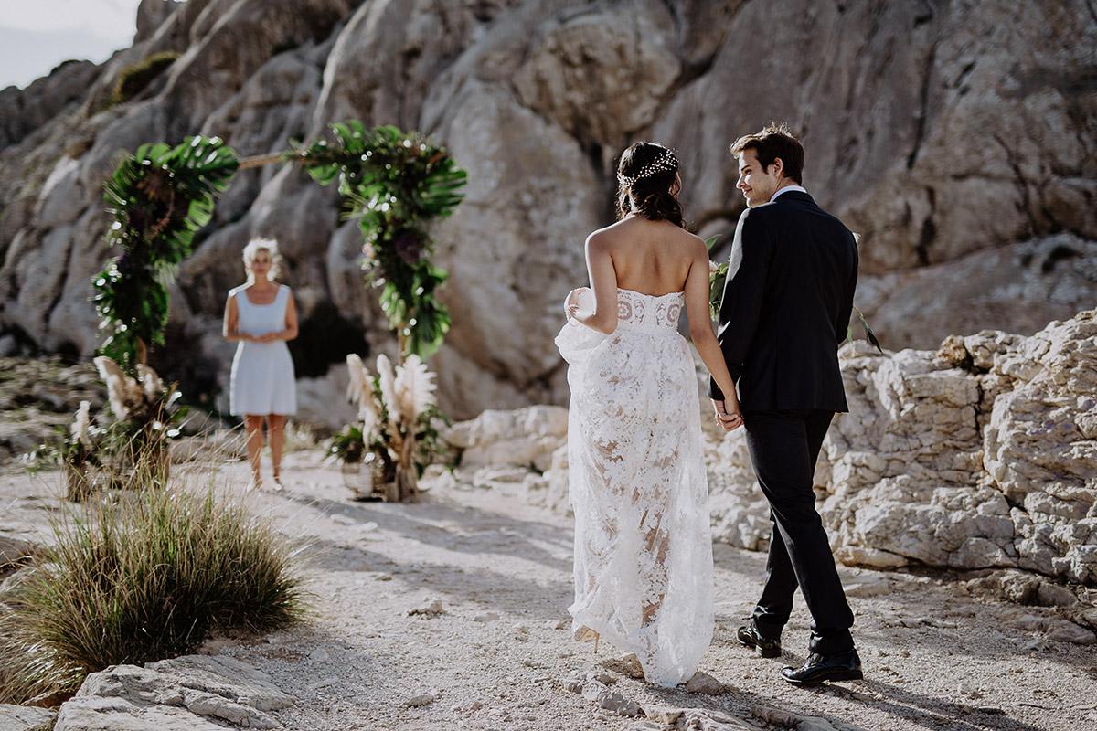 Trauung bei Strandhochzeit zu zweit - Mallorca Hochzeitsfotograf © www.hochzeitslicht.de