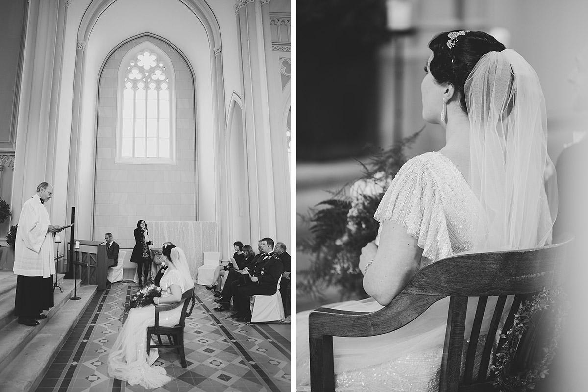Hochzeitsreportagefotos von Trauung in entweihter Kirche bei Vintage-Hochzeit - Schloss Kröchlendorff Hochzeitsfotograf © www.hochzeitslicht.de
