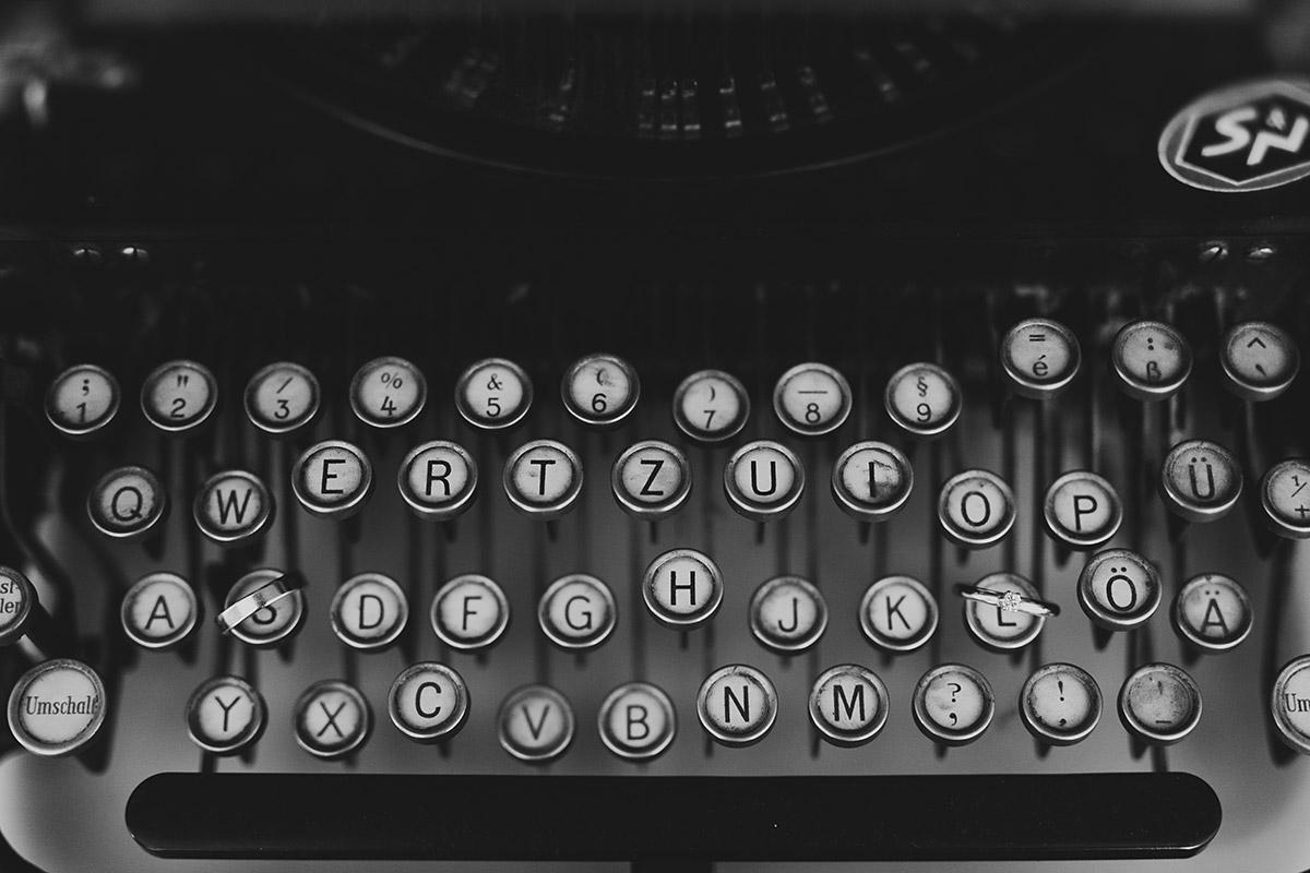 alte Schreibmaschine bei Vintage Hochzeit - Berlin Hochzeitsfotograf © www.hochzeitslicht.de