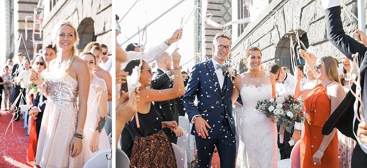 Auszug von Brautpaar nach freier Trauung an Spree - Spreespeicher Hochzeitsfotograf © www.hochzeitslicht.de