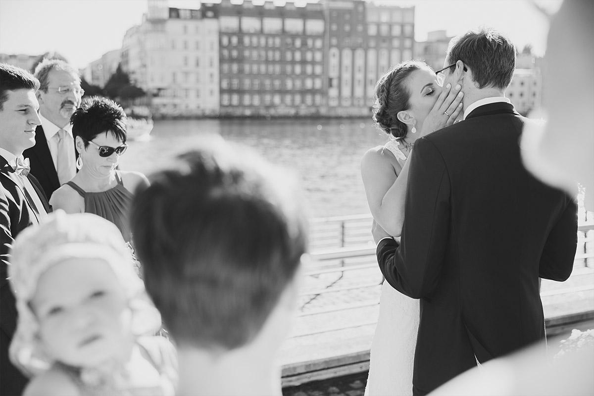 freie Trauung an Spree - Spreespeicher Hochzeitsfotograf © www.hochzeitslicht.de