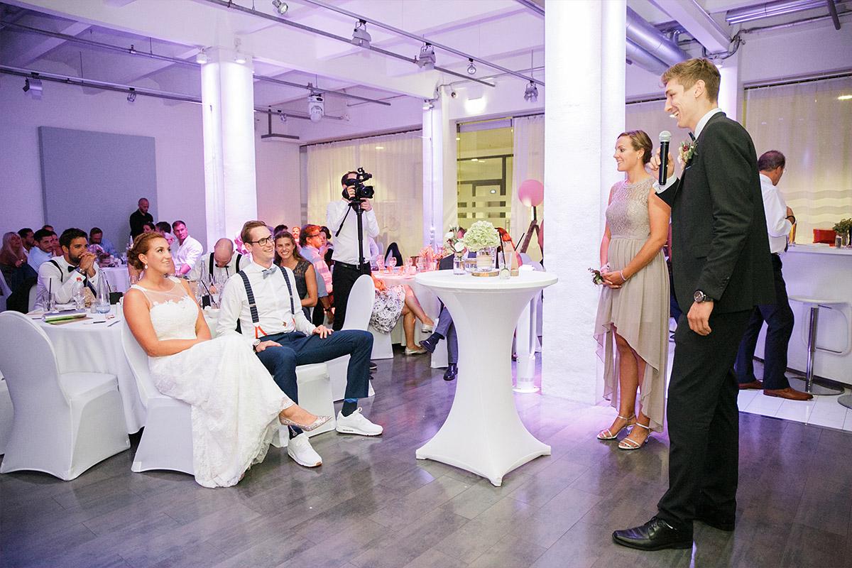 Hochzeitsreportagefoto von Feier - Spreespeicher Hochzeitsfotograf © www.hochzeitslicht.de