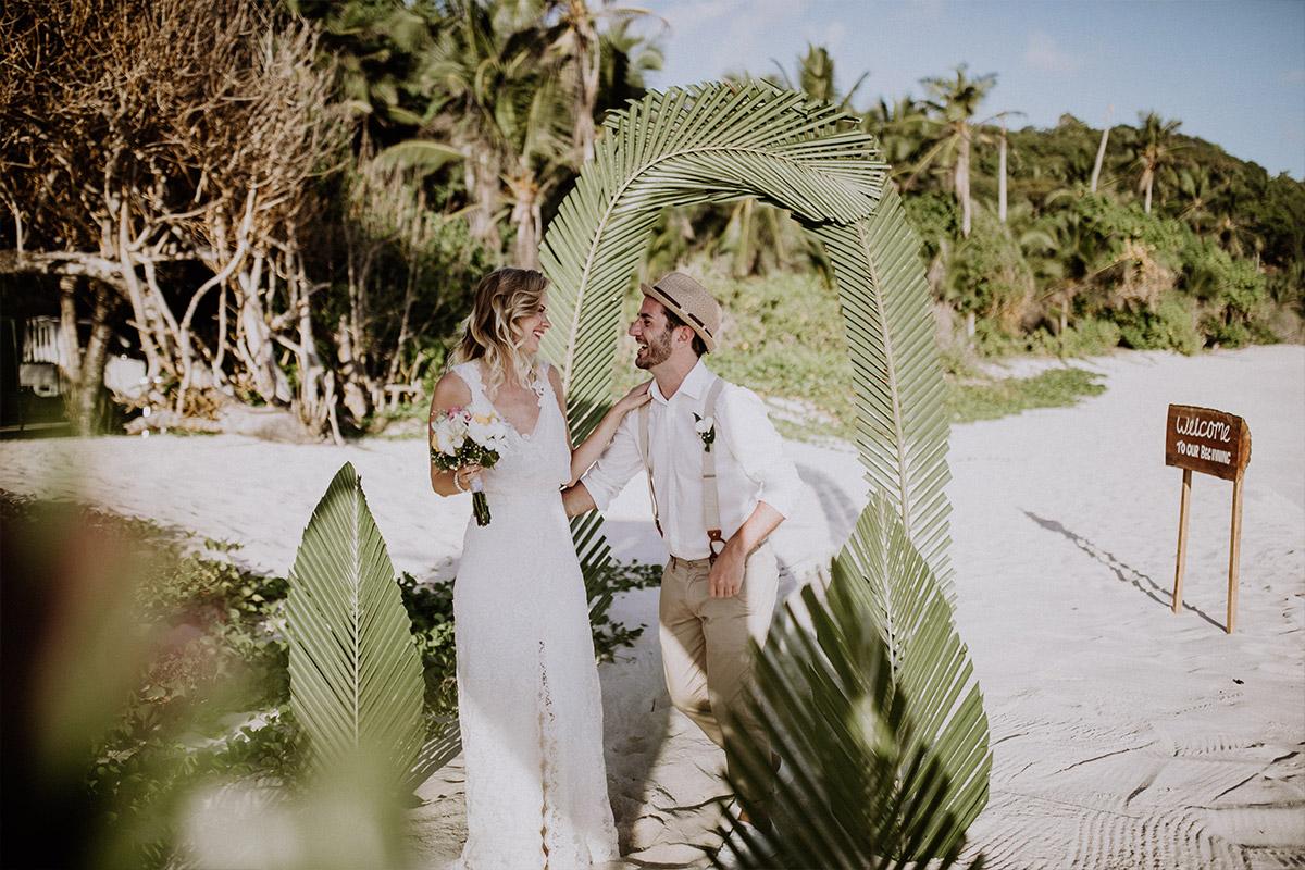 Trauung am Strand bei Elopement - Strandhochzeit Seychellen Hochzeitsfotograf © www.hochzeitslicht.de